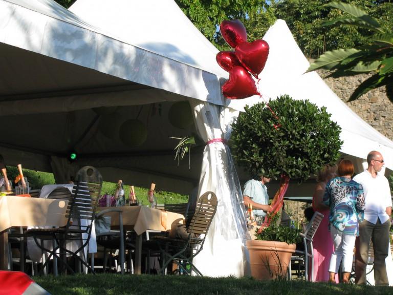 Hochzeitszelt im Biergarten